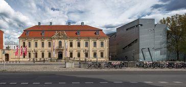 Das Jüdische Museum mit dem Libeskind-Bau rechts, 2017