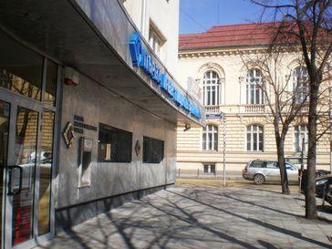 Die First Investment Bank, kurz auch Fibank (bulgarisch: Първа инвестиционна банка, Parva investitsionna banka), ist eine bulgarische Universalbank.