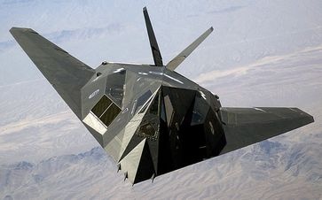 """Frontansicht einer F-117 """"Nighthawk"""""""