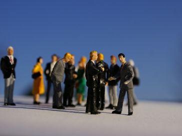 Kommunikation, Geschäftsmänner, Geschäftsfrauen, Umfrage (Symbolbild)