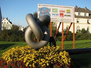 Protest-Mahnmal gegen die CO-Pipeline von Bayer