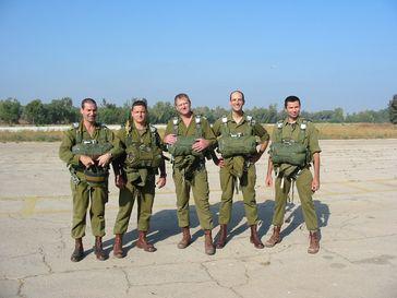 Israelische Armee: Reserveoffiziere bei einer Fallschirmübung