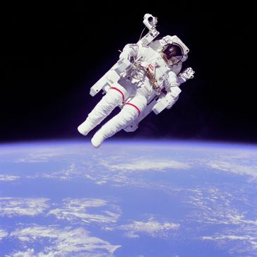 NASA-Astronaut Bruce McCandless II bei einem Außenbordeinsatz am 11. Februar 1984