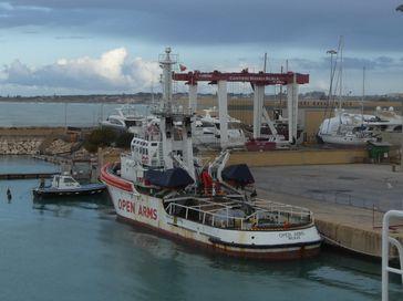 Open Arms im März 2018 beschlagnahmt durch die italienische Staatsanwaltschaft im Hafen von Pozzallo.