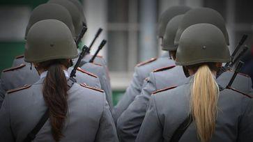 Die Bundesrepublik Deutschland braucht wieder mehr Soldaten für Einsätze weltweit (Symbolbild)