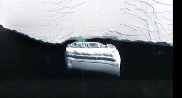 "Bild: Screenshot Youtube Video ""Alien hunters find 'massive UFO base' frozen in ice off Antarctica!"""