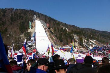 Die Letalnica bratov Gorišek von Planica Bild: JRE 246,5 - Eigenes Werk, CC-BY-SA 4.0, https://commons.wikimedia.org/w/index.php?curid=40704345