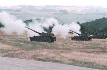 Haubitzen der Bundeswehr - Tolle Technik aber nach 4 Tagen Kampfeinsatz leider nutzlos da ohne Munition...