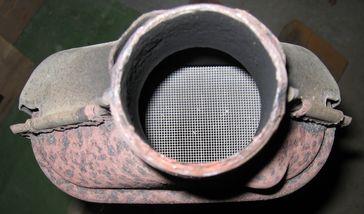 Fahrzeugkatalysator mit Wabenkörper aus Keramik