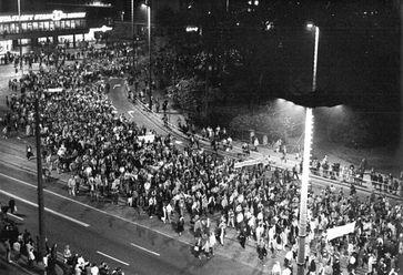Die Montagsdemonstrationen waren ein bedeutender Bestandteil der Friedlichen Revolution in der DDR im Herbst 1989.