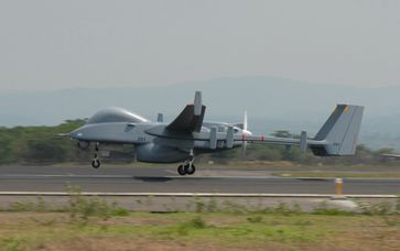 IAI Heron beim Start in El Salvador