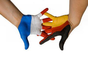 Deutschland-Frankreich Hand in Hand (Deutschland mit der Originalfarbabfolge Gold-Rot-Schwarz)