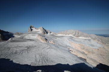Der nahezu vollkommen ausgeaperte Hallstätter Gletscher, der größte Gletscher des Dachsteinmassivs. Bild: IGF/ÖAW/BLUE SKY Wetteranalysen (idw)