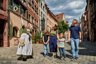 """Kinderführung durch die Nürnberger Altstadt.  Bild: """"obs/Congress- und Tourismus-Zentrale Nürnberg/Florian Trykowski"""""""