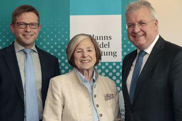 Generalsekretär Oliver Jörg, Stiftungsvorsitzende Ursula Männle und ihr Nachfolger Markus Ferber.