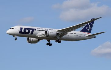 "Polskie Linie Lotnicze LOT S.A.,polnisch für ""Polnische Luftfahrtlinien FLUG AG"", kurz LOT"