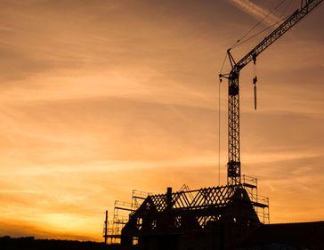 Hausbau, Bau, Bauarbeiten, Chemtrails, Neubau und Baugewerbe (Symbolbild)
