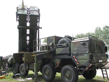 Patriot-Startgerät der deutschen Luftwaffe. Im Gegensatz zur US-Version sind bei der deutschen Version alle Komponenten auf LKW montiert.