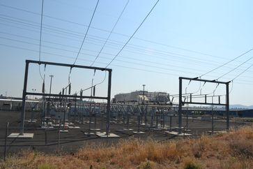 Google Data Center in The Dalles, Oregon. Im Vordergrund die Hochspannungsanlage zur Stromversorgung