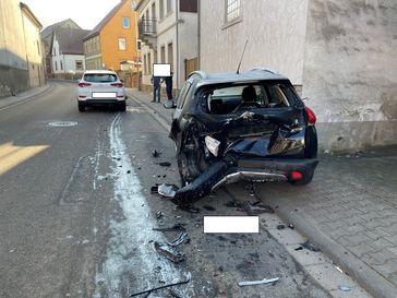 Unfallbeschädigte Fahrzeuge Bild: Polizei