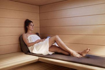 """KLAFS führt ein Experteninterview rund um die Themen Sauna und Salzinhalation. Bild: """"obs/KLAFS GmbH & Co. KG"""""""