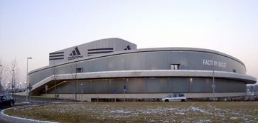 Adidas AG: Fabrikverkauf in Herzogenaurach