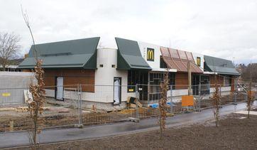 McDonald's-Filiale in neuer Farbgebung in Bau