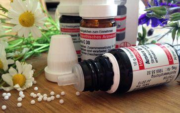 Homöopathie: Hochwirksam und praktisch Nebenwirkungsfrei ist diese Informationsmedizin. Daher wird sie von Pharma-Oligarchen gerne verunklimpft (Symbolbild)