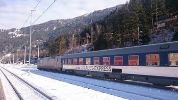 """Mit den UEX-Skizügen in den Winterurlaub / Bild: """"obs/Train4you Vertriebs GmbH/T4Y"""""""