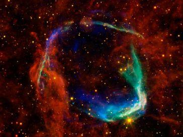 Das internationale Astronomen-Team entdeckte in dem Supernovarüberrest RCW 86 erstmals ein Doppelstern-System aus einem Neutronenstern und einem sonnenähnlichen Stern. Quelle: © NASA/JPL-Caltech/UCLA (idw)