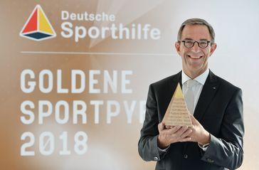 """Bundeswirtschaftsminister Altmaier lobt Deutsche Sporthilfe. Prof. Dr. Klaus Steinbach, Preisträger der Goldenen Sportpyramide 2018 Bild: """"obs/Stiftung Deutsche Sporthilfe/picture alliance/Dt. Sporthilfe"""""""