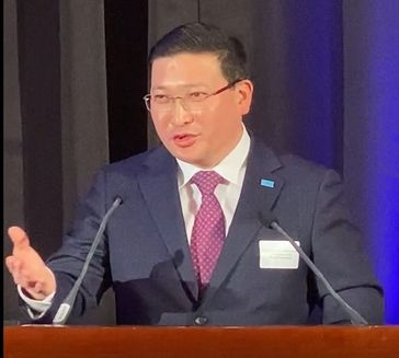 """Vizeaußenminister Margulan Baimukhan Bild: """"obs/Botschaft der Republik Kasachstan in der Bundesrepublik Deutschland/Markus Kurz"""""""