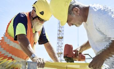 Rentner arbeiten, arbeiten, arbeiten - zumeist weil sie sonst finanziell nicht überleben können (Symbolbild)