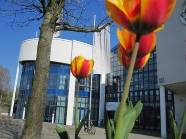 """Eingang der Universität Witten/Herdecke / Bild: """"obs/Universität Witten/Herdecke"""""""