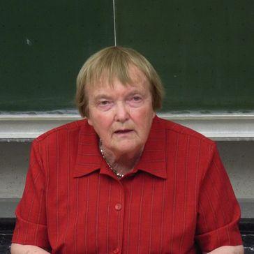 Gudrun Pausewang bei einer Lesung im Mai 2008