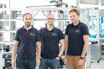 Thomas Hilzbrich, Pablo Mayer und Felix Müller (v. l.) haben die »Smarte Systemoptimierung« entwickelt und das Start-up plus10 GmbH gegründet. Quelle: Fraunhofer IPA/Foto: Rainer Bez (idw)