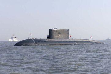 Die INS Sindhurakshak (S63) im Hafen von Mumbai