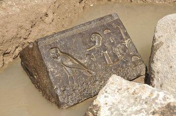 Überraschungsfund im Grundwasser: Etwa 2.400 Jahre alte Inschrift des Königs Nektanebo I. Quelle: Foto: Universität Leipzig, Dr. Dietrich Raue (idw)