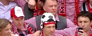 Louis van Gaal und die Spieler des FC Bayern bei der Meisterfeier am 9. Mai 2010. Bild: über dts Nachrichtenagentur