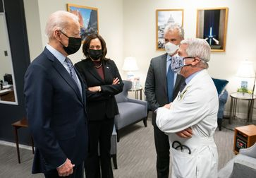 President Joe Biden and Vice President Kamala Harris talk with White House COVID-19 Response Coordinator Jeff Zients and Chief Medical Adviser to the President Dr. Anthony Fauci (2021)