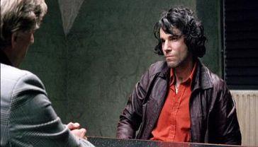 Gerry (Daniel Day-Lewis) wird nach seiner Verhaftung verhört.  Tele5
