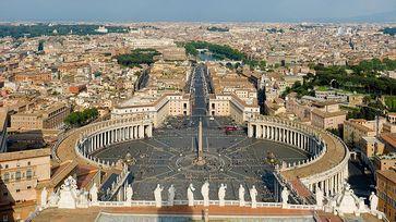 Petersplatz, gesehen von der Kuppel des Petersdomes Bild: Diliff / de.wikipedia.org