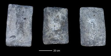 Ein Teil der untersuchten Zinnbarren aus dem Meer vor der Küste Israels (ca. 1300 bis 1200 vor Christus) Quelle: Foto: Ehud Galili (idw)