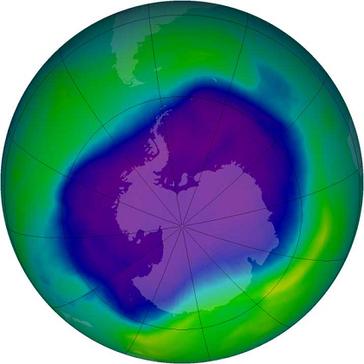 Größte Ausdehnung des antarktischen Ozonlochs am 24. September 2006. Bild: NASA