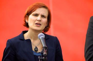 Katja Kipping im Oktober 2012 vor dem Kanzleramt bei einer Aktion zur Anpassung der Ost-Renten an das West-Niveau