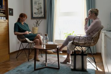 Ina (Anne Ratte-Polle) und Chernikova (Jana Klinge) / Bild: ZDF Fotograf: E. Börnicke /Film- u. Fernsehak.
