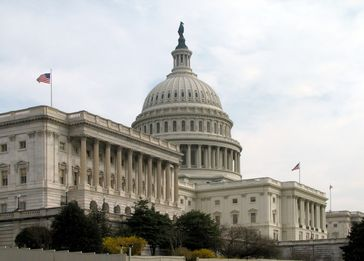 Der US-Senat mit dem United States Capitol in Washington, D.C.