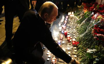Russian President Vladimir Putin laying flowers at the metro station