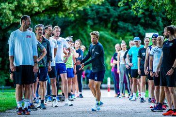 """Pascal Hens und Nils Goerke über die besten Lauftipps für Einsteiger / Bild: """"obs/BKK Mobil Oil/Henning Angerer"""""""