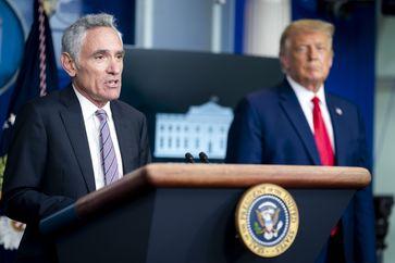 Scott Atlas (links) während einer Pressekonferenz des Weißen Hauses am 16. September 2020.